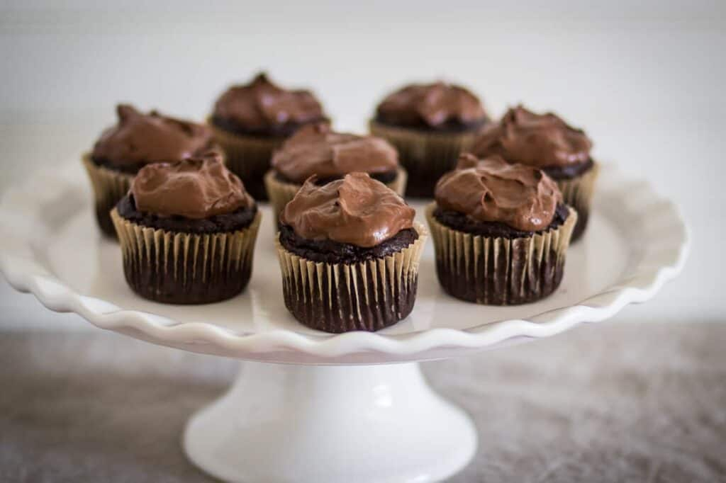 cake plate with paleo chocolate cupcakes