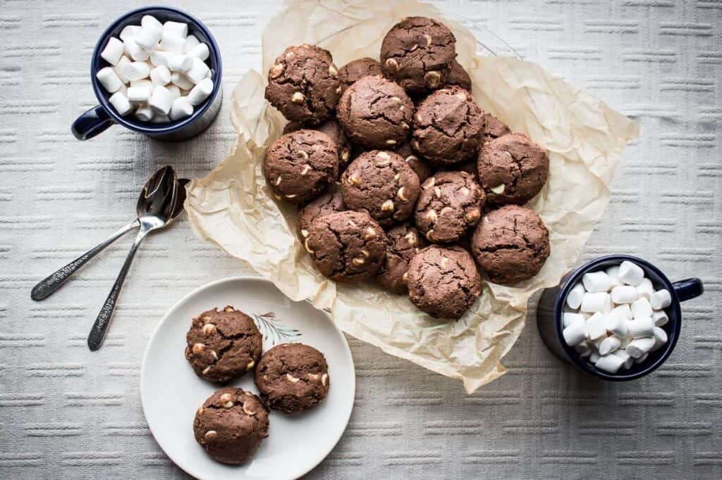 these gluten free hot cocoa cookies are such an easy way to have a gluten free chocolate dessert option